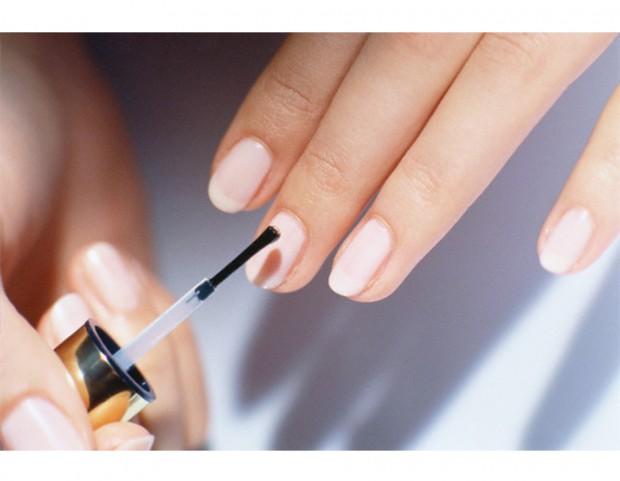 6. Per una buona riuscita della tua manicure, applica sempre un top coat dopo lo smalto
