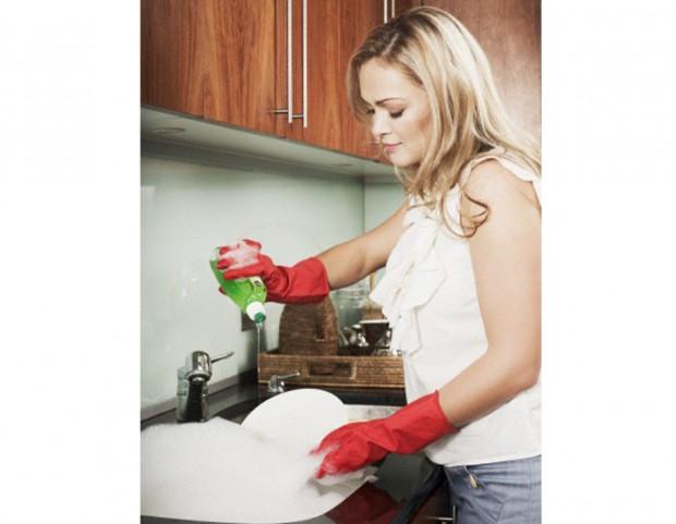 8. Non dimenticare di utilizzare sempre i guanti quando fai i lavori di casa