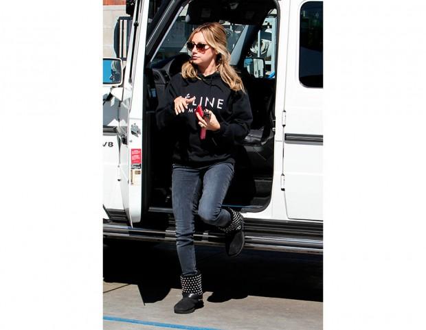 Ashley Tisdale uggs with leggings | Abbigliamento, Autunno