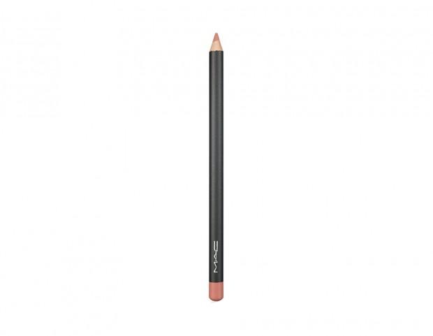Utilizza una matita per labbra, si stenderà meglio nella rima interna!