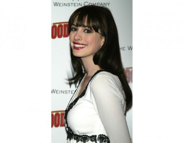 Anne Hathaway agli esordi chioma fluente e frangetta