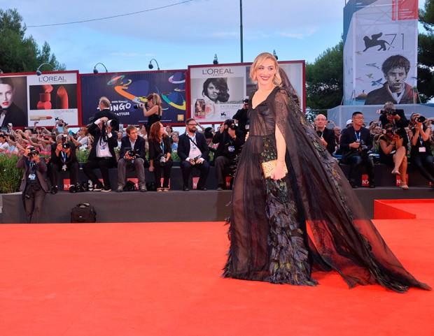Mia Moretti in Alberta Ferretti