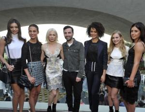 Louis Vuitton, parata di vip alla sfilata a Palm Springs