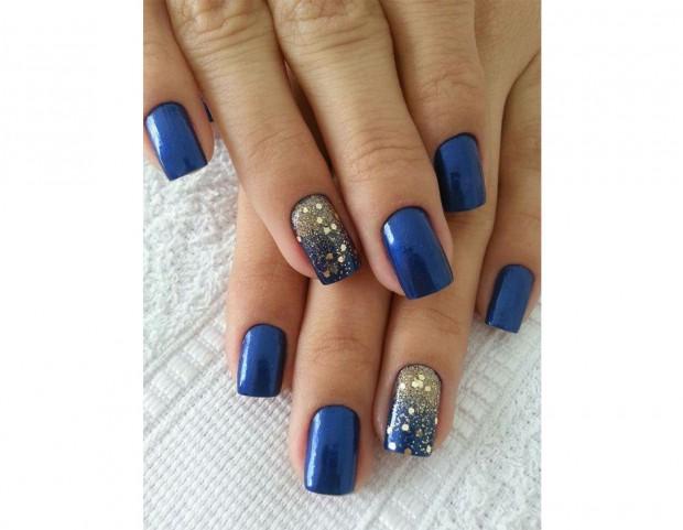 Accent manicure luminosa per la nail art blu