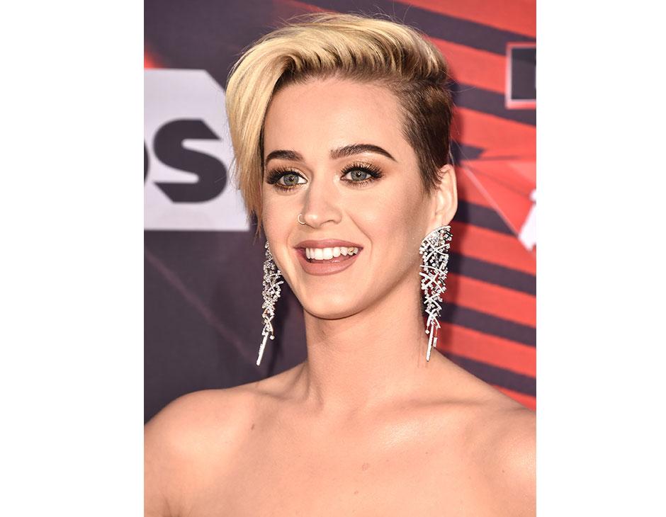 Katy Perry ha scelto un taglio corto undercut con ciuffo laterale. (Photo  credit Getty Images)