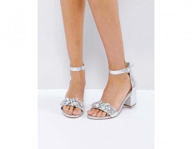 Sandali con tacco largo e pietre