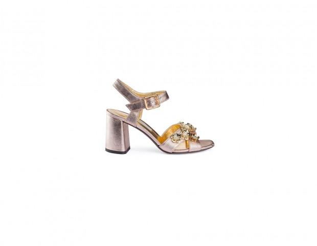 Sandali metallizzati con strass