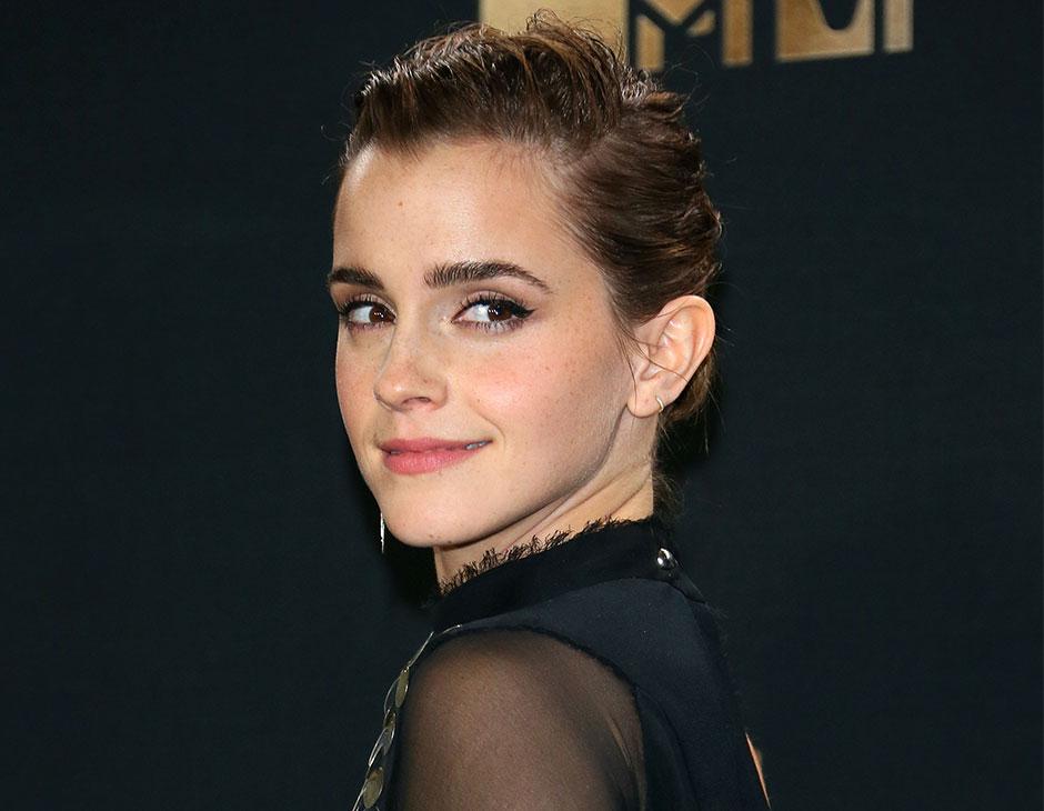 Emma Watson ha scelto un raccolto scolpito a effetto bagnato. (Photo  credits  Getty Images) c67eeb1ceb53