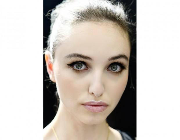 Eyeliner e gloss glitterato