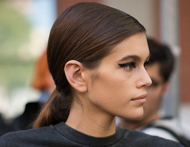 Kaia Gerber e il make up per Fendi, con linea di eyeliner importante.