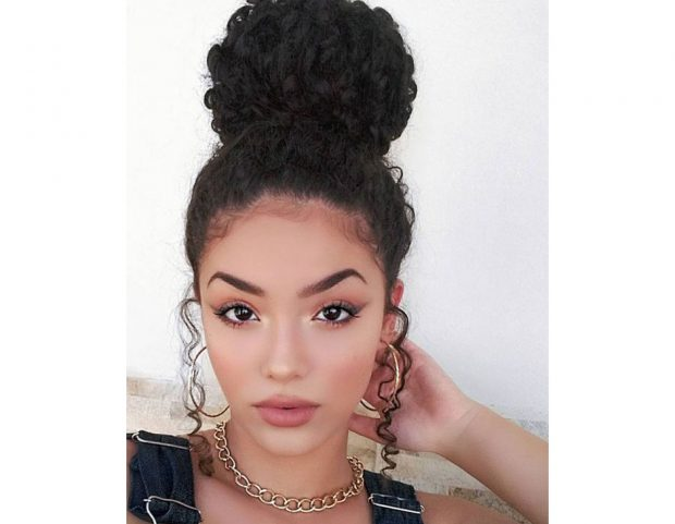 Top knot. (Photo credit: Instagram @jessicaandradeoficial