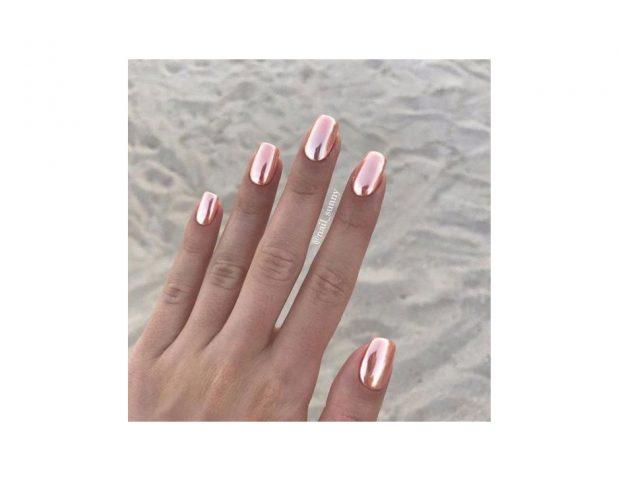 Mirror nails oro rosa. (Photo credit Instagram @nail_sunny)