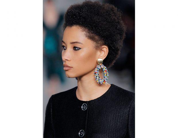 Capelli corti: olume maxi per i capelli afro.