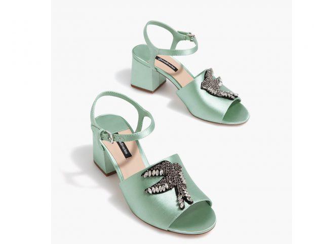 Sandali in raso con ricamo gioiello