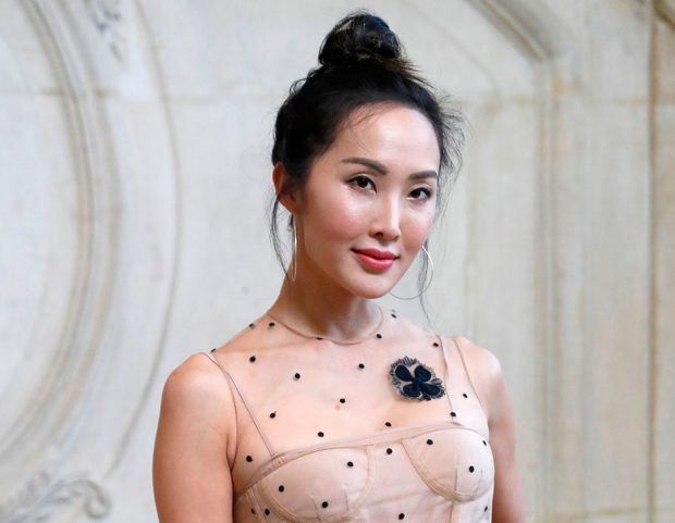 Top knot a effetto spettinato per l'influencer Christelle Lim. Photo credit: Getty Images