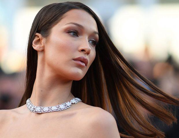 Trucco nude sofisticato e curatissimo per Bella Hadid. Make up by Dior. (Photo credit: Getty Images)