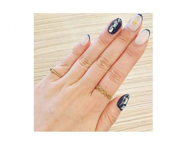 Nail art marina astratta. (Photo credit: instagram @halqa)