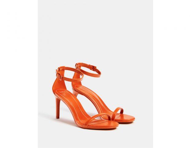 Sandalo con tacco sottile e cavigliera
