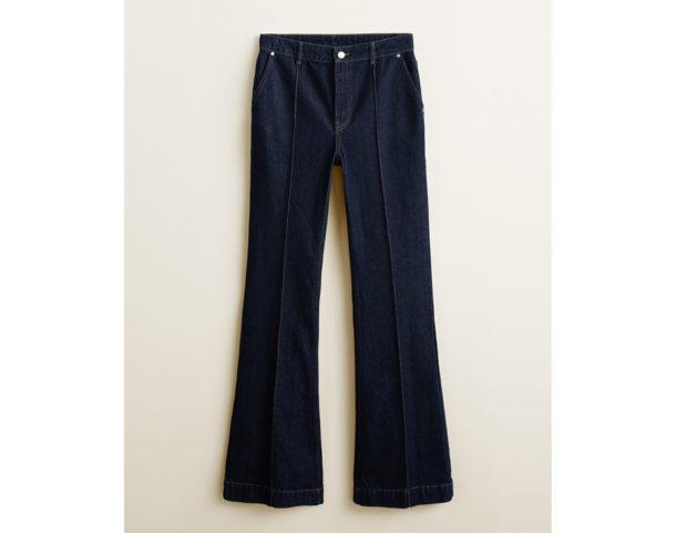 Jeans flare con cuciture a vista