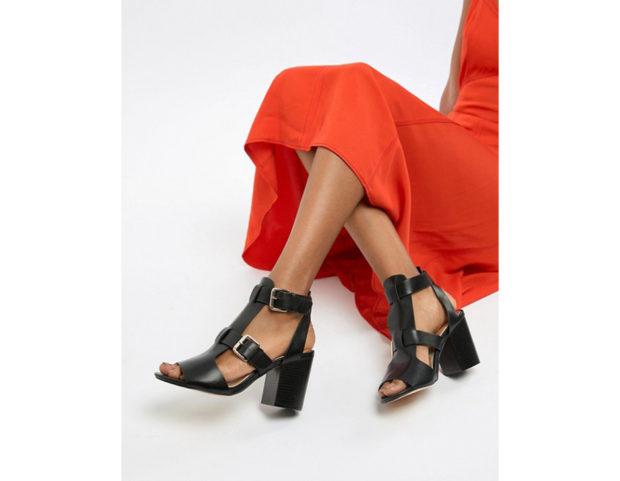 Sandali con tacco e fibbie