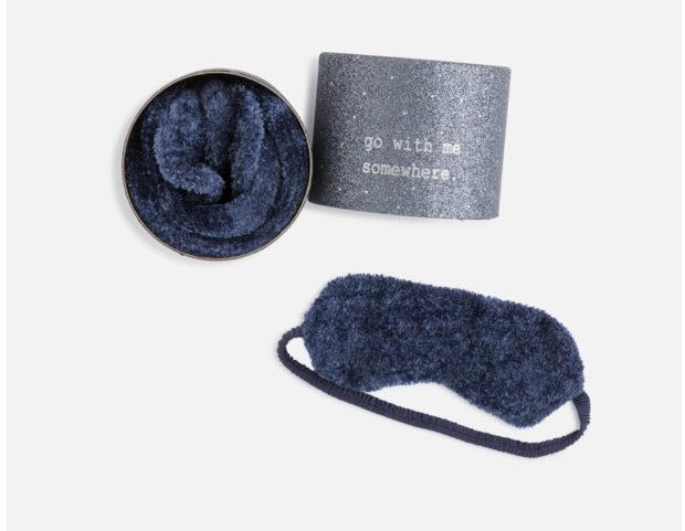 Pacco regalo con calzini e maschera per dormire