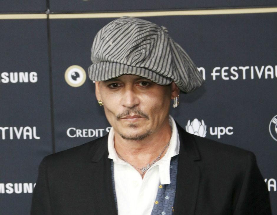 Il ritorno di Johnny Depp tra noir ab59f7cd98a6