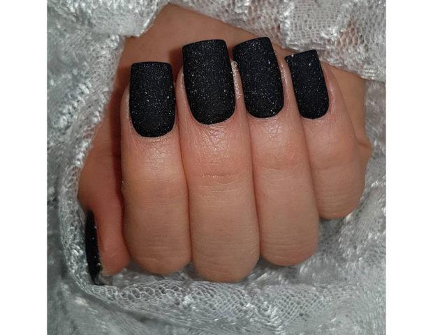 Smalto nero opaco con glitter