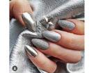 Smalto argento e dettagli metallic e glitter