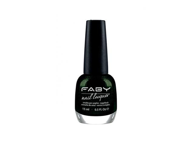 Il colore più intrigante di stagione è il verde bosco, da provare quello di Faby.