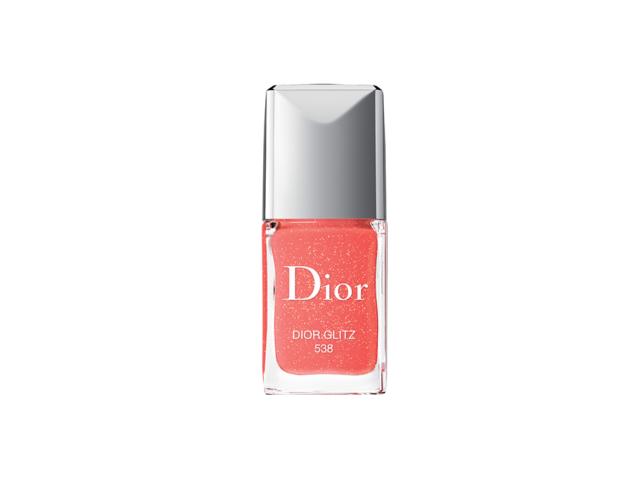 Lo smalto Living Coral più bello è della collezione primaverile di Dior.