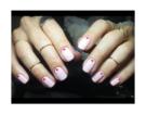 Dot manicure nei toni del rosa e del rosso. (Photo credit: instagram @tinawoo__)