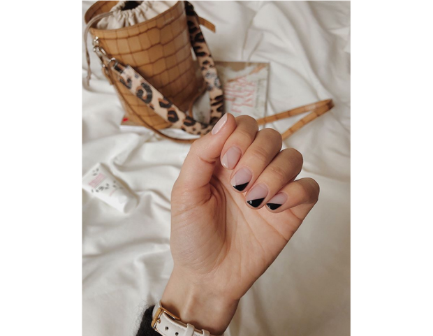 Spazi negativi e tonalità neutre, nude, crema e nero. (Photo credit: instagram @anna.pogribnyak)