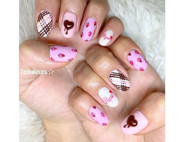 Manicure femminile e romantica