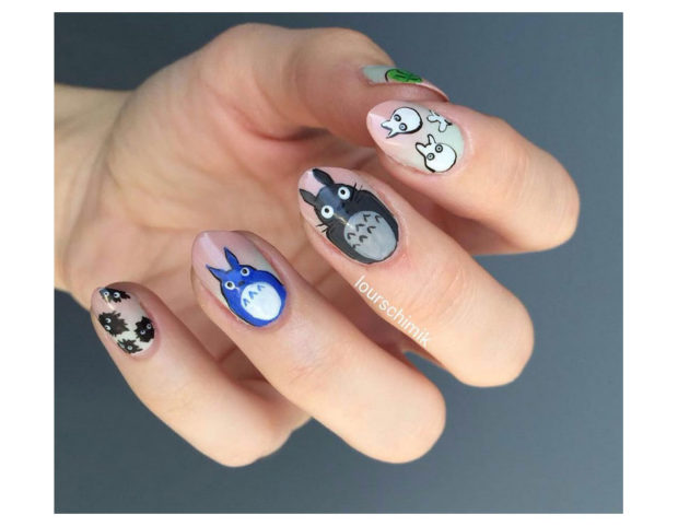 Nail art dedicata a Totoro, dello Studio Ghibli. Photo credit: Instagram @lourschimik
