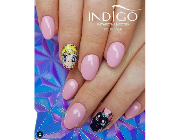 Accent nail con Sailor Moon e Luna. Photo credit: Instagram @indigonails_ireland