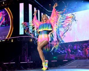 Pride 2019: tutti in piazza, con orgoglio e un grande arcobaleno addosso