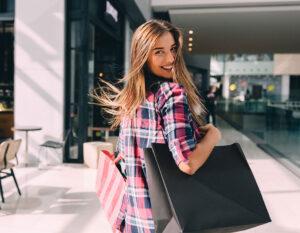 riaprono i negozi shopping moda
