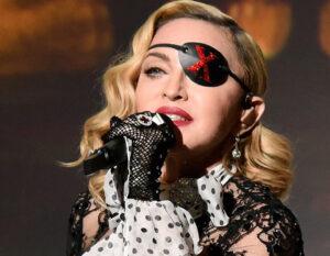 Madonna seminuda