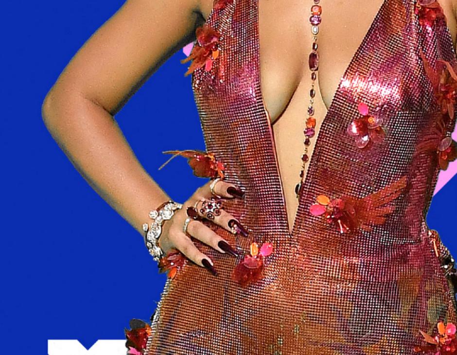 VMA 2020 beauty look Doja Cat manicure