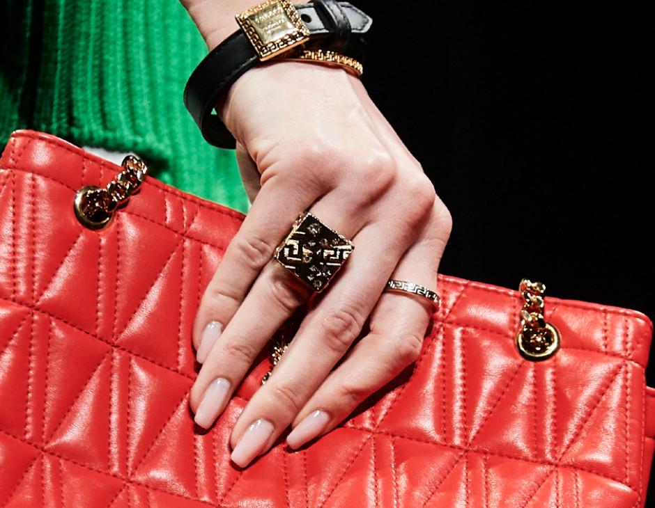 Versace unghie 2020-21