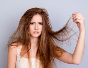 capelli stressati e indeboliti