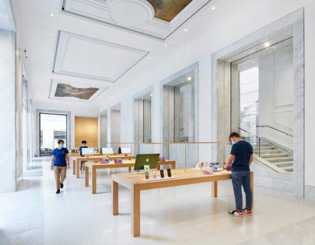 Apple Via Del Corso interno del negozio
