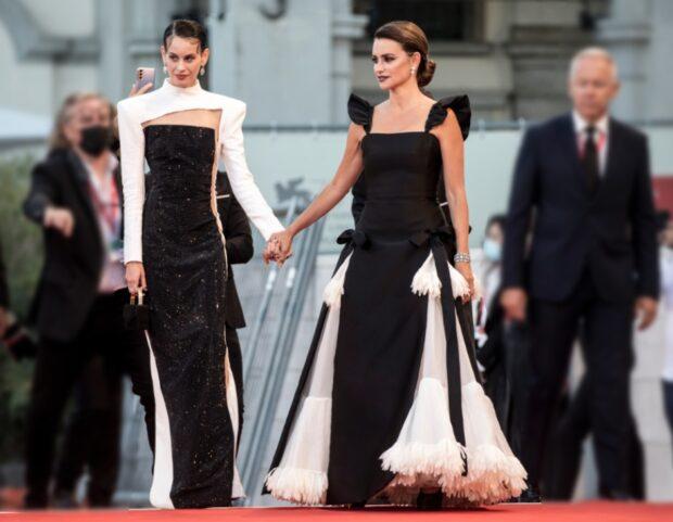 venezia 78 look red carpet Milena Smit penelope cruz