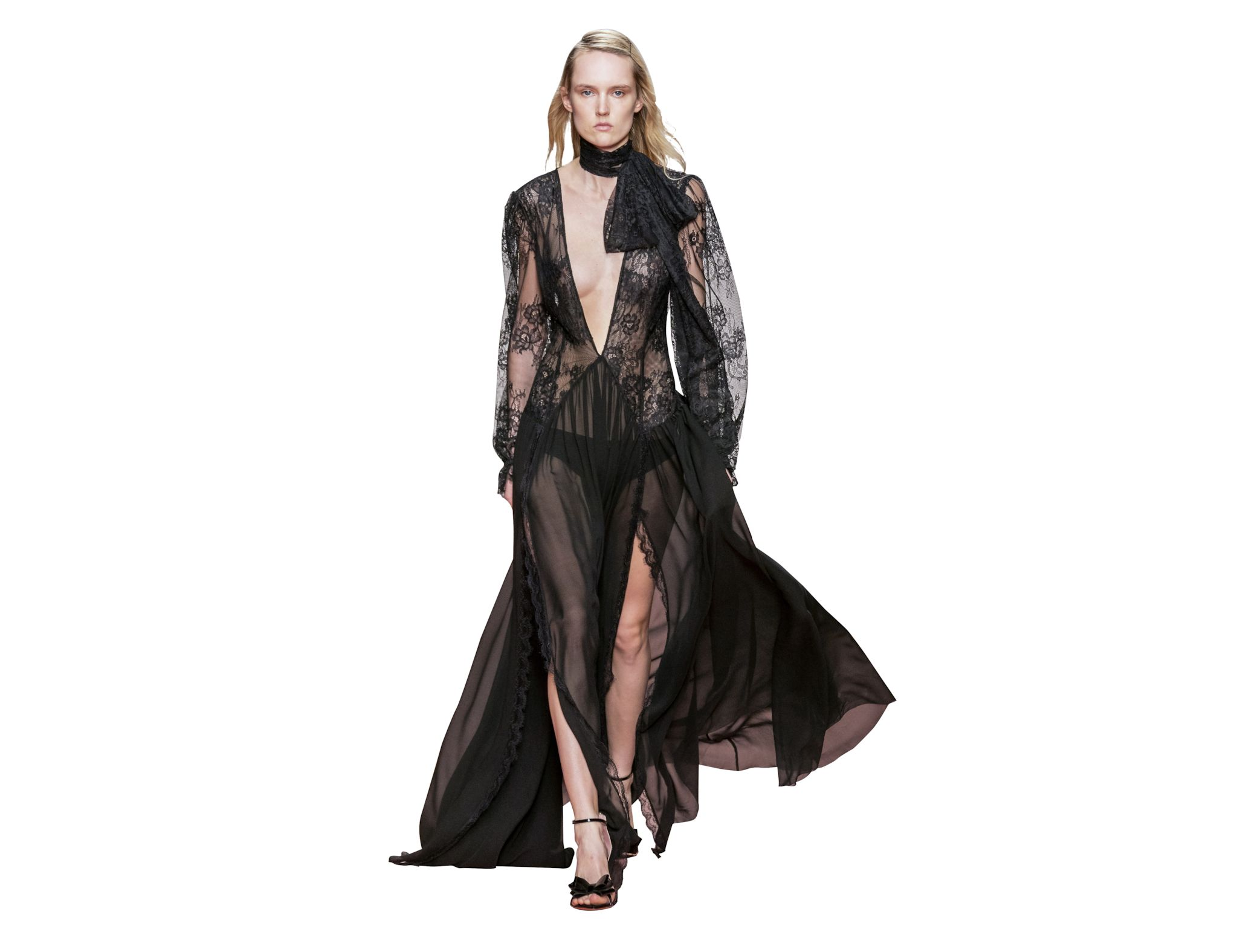 La lingerie nera si abbina tono su tono con i long dress