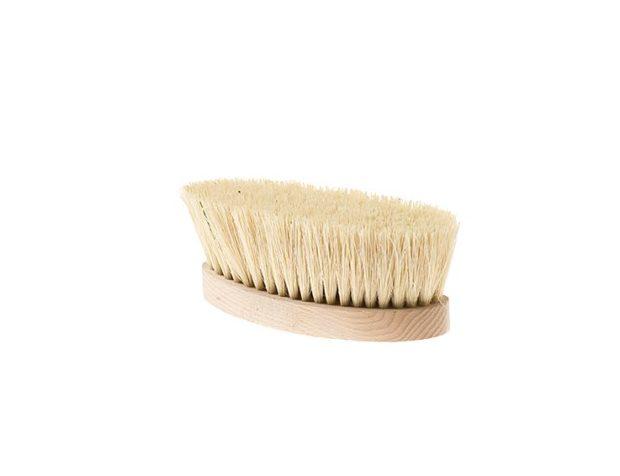 Si usa sulla pelle asciutta per drenare i liquidi in eccesso, defaticare e migliorare il sonno: in setole di agave messicana, spazzola di Tutto al cuore € 20
