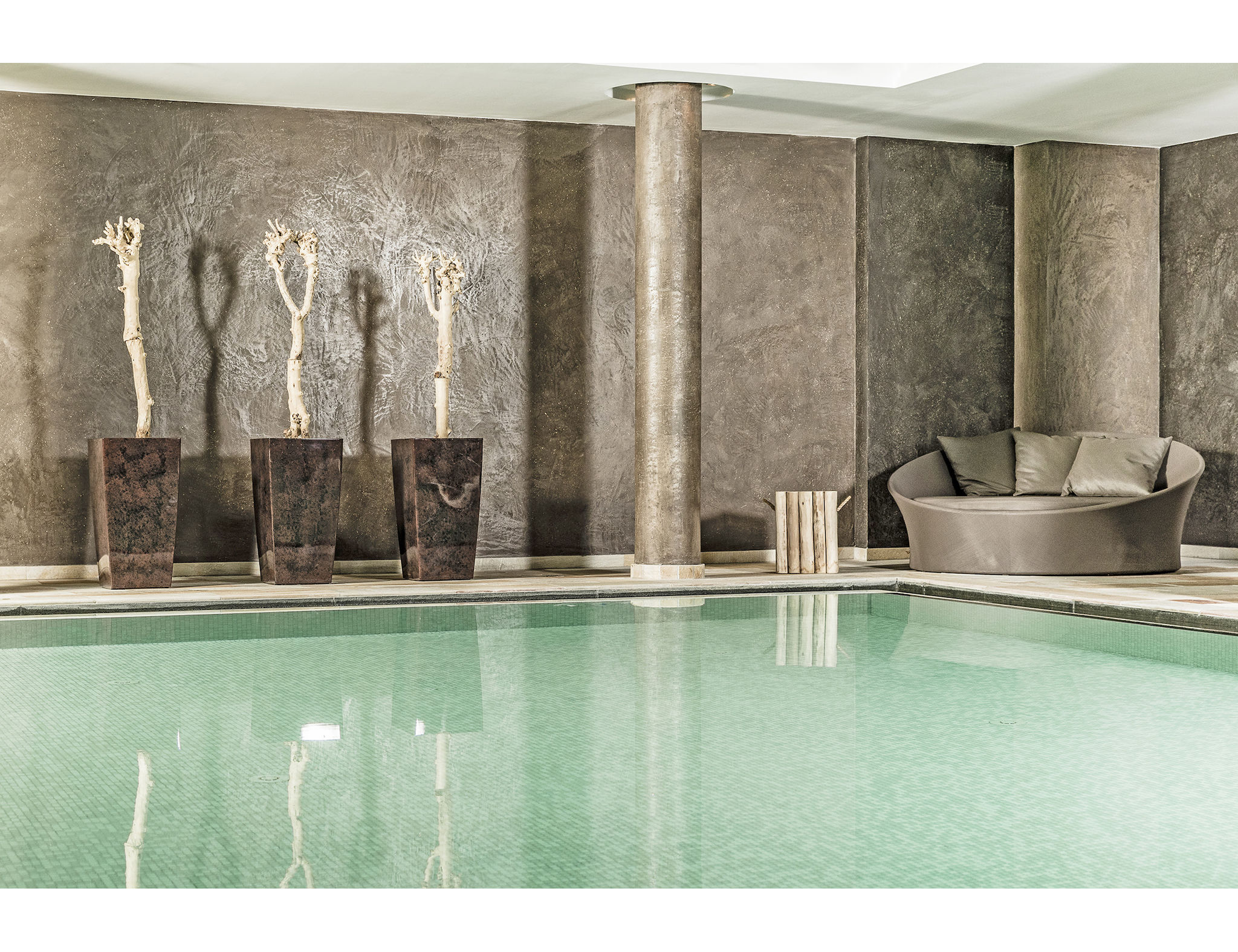 La piscina dell'hotel Josef Mountain Resort